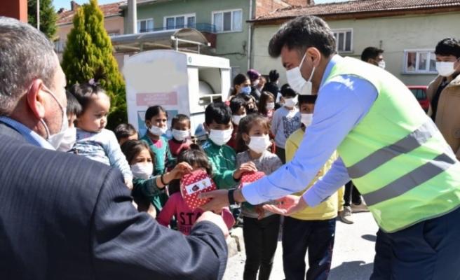 AK Parti Eskişehir'den çocuklara 23 Nisan sürprizi