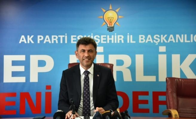 Çalışkan'dan Büyükşehir'e : Eskişehirliler hizmet bekliyor