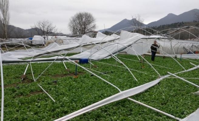 Mihalgazi'de kuvvetli rüzgar seralarda hasara sebeb oldu