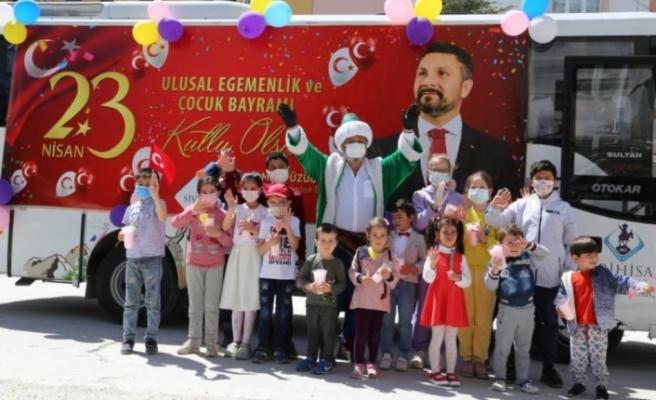 Sivrihisar Belediyesi 23 Nisan 'bayram otobüsü' çocukları mutlu etti