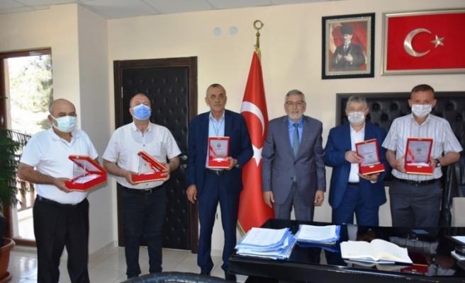Örnek dayanışmaya Başkan Bozkurt'tan teşekkür plaketi