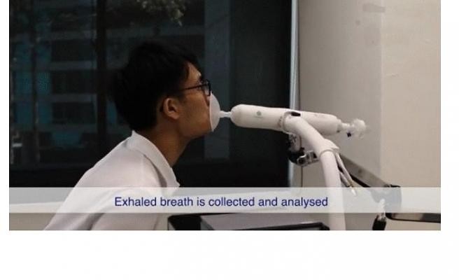 """Singapur'da korona virüsü 1 dakikada tespit eden """"üflemeli"""" teste kullanım onayı"""