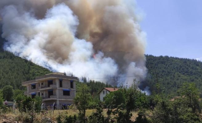 Alevlerin evine ulaşmaması için ezan okudu
