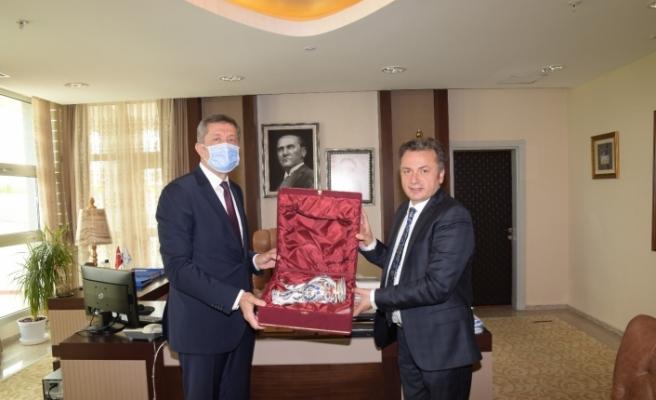 Bakan Selçuk'tan, Rektör Şenocak'a ziyaret