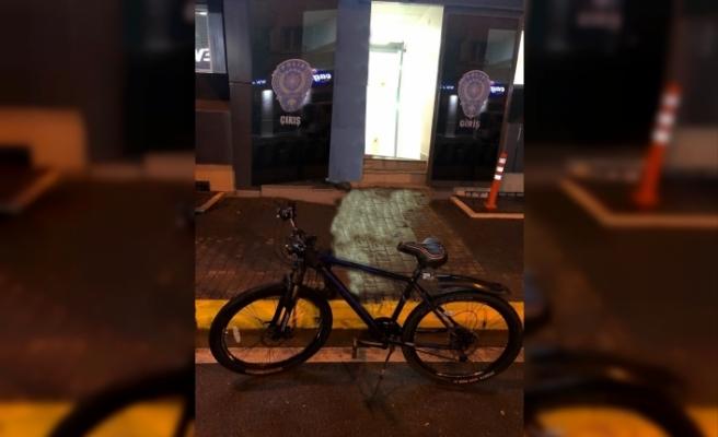 Çaldığı bisikleti internetten satmak isteyince yakalandı