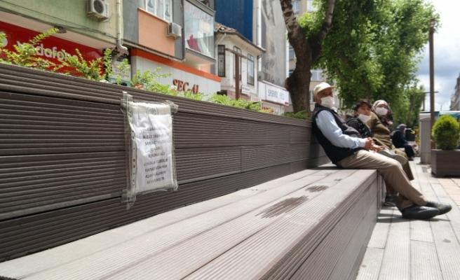 Hamamyolu'da banklara çekilen şeritler kalktı