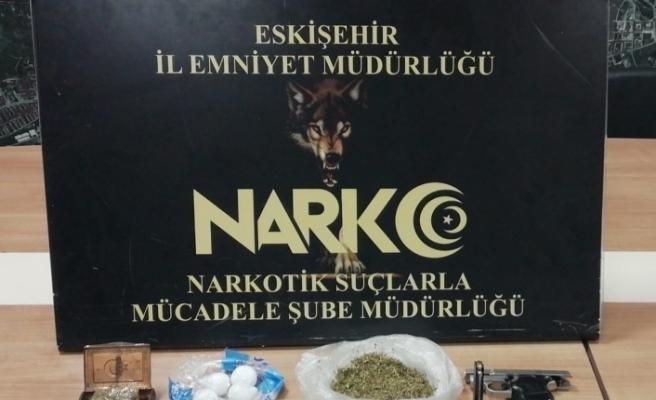 Uyuşturucu operasyonunda yakalanan 3 şahıstan 1'i tutuklandı