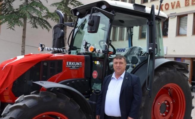 Beylikova Belediyesi'ne sıfır traktör hibe edildi