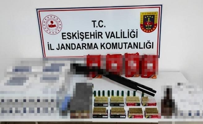 Kaçak sigara satılan lastikçiye operasyon düzenlendi