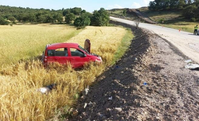 Virajı alamayarak devrilen araçtaki 1 kişi öldü, 2 kişi ağır yaralandı