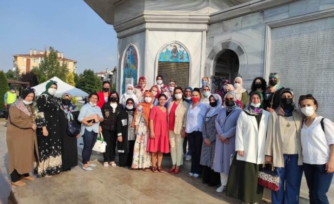 AK Parti Eskişehir Kadın Kolları'ndan vatandaşlara aşure ikramı