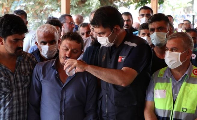 Bakan Kurum ve Bakan Karaismailoğlu selde hayatını kaybeden kadının cenazesine katıldı