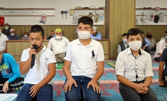 Günyüzü'nde Kuran okumaya başlayan çocuklar ödüllendirildi