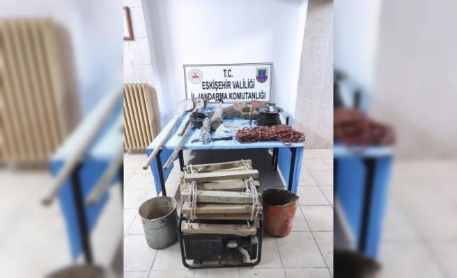 Kaçak kazı yapan 8 kişi suçüstü yakalandı
