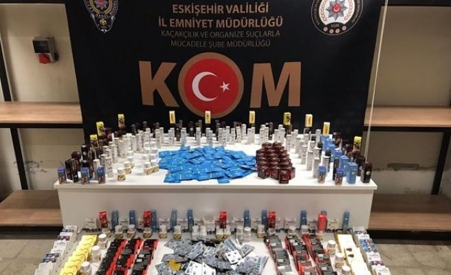 Kaçak tütün ürünü ve cinsel içerikli hap satan 6 kişi yakalandı