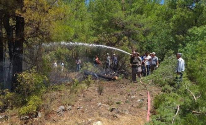 Kadın erkek eline küreği alan yangın bölgesine koştu