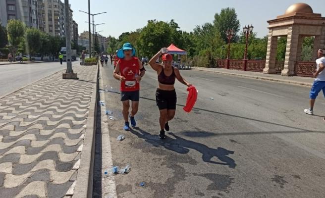 Maratoncunlar çevre temizliğine dikkat etmedi