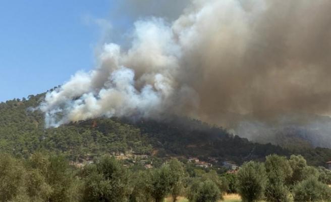 Marmaris yangını tekrar parladı, alevler Hisarönü'nde yerleşim yerlerine yaklaştı