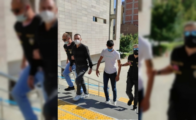 Yurttan malzeme çalan 2 kişi yakalandı
