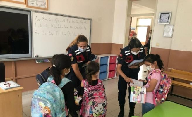 'Güvenli Okul, Güvenli Gelecek Projesi' jandarma ekiplerince tanıtıldı