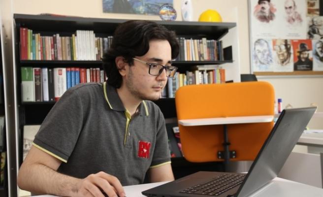 Lise öğrencisi yapay zekâ ve edebiyatı bir araya getirdi