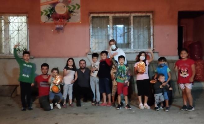 Tepebaşı AK Gençlik'ten çocuklara sürpriz