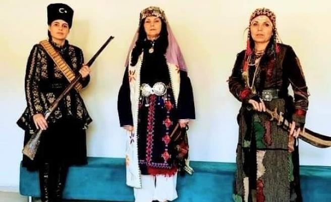 Eskişehir Anadolu Bacıları, Aydın'da tiyatral defile sahnelediler