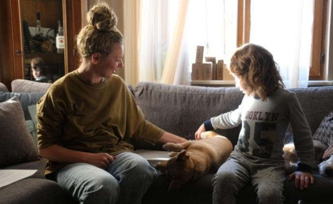Özel çocukları patili dostlar hayata bağlıyor