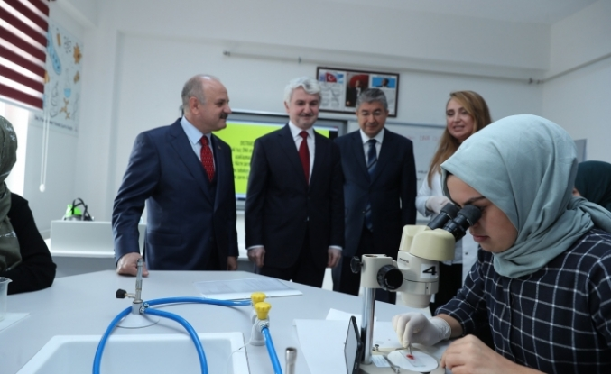 Çamlıca Kız Anadolu İmam Hatip Lisesi Fen Laboratuvarı törenle açıldı