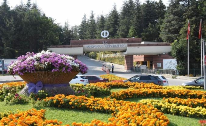Anadolu Üniversitesi'nde Akademik Başarı Ödülleri sahiplerini buluyor