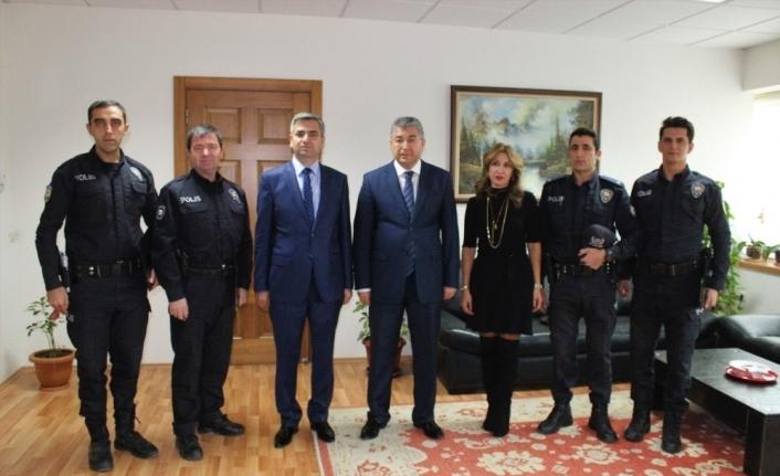 Kahraman polisler 'Başarı Belgesi' aldı